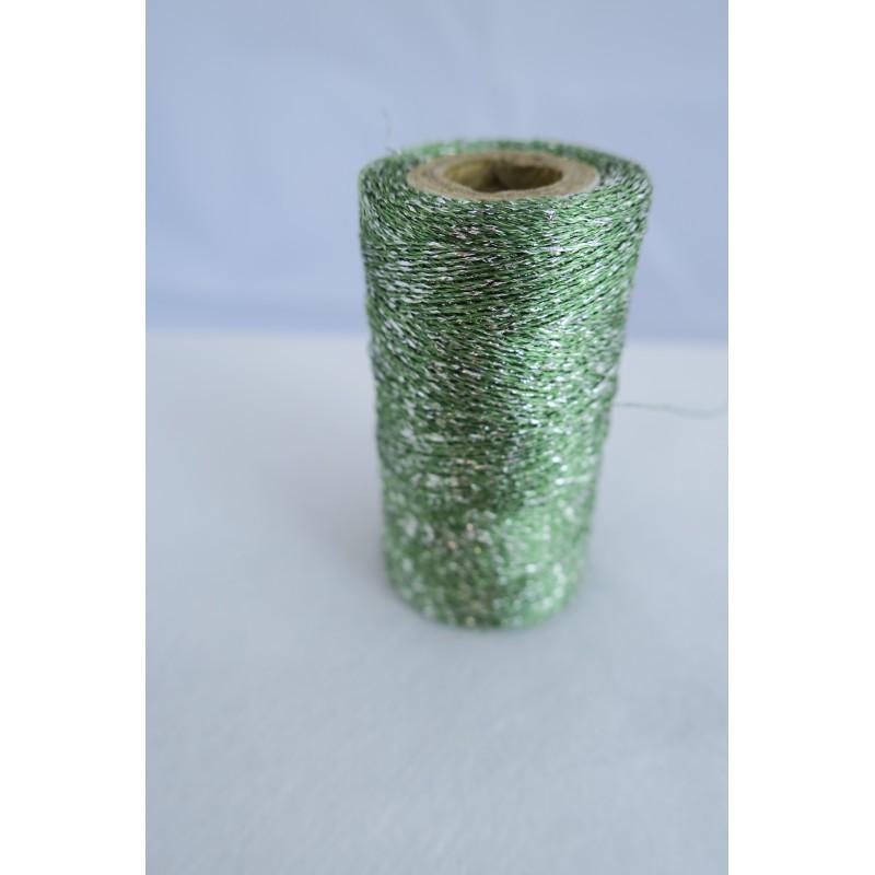 Fil métallisé vert dentelle et broderie.